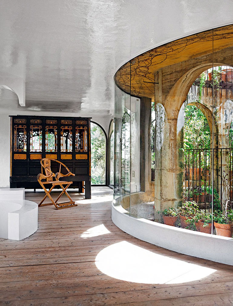 Labyrinth House - light garden