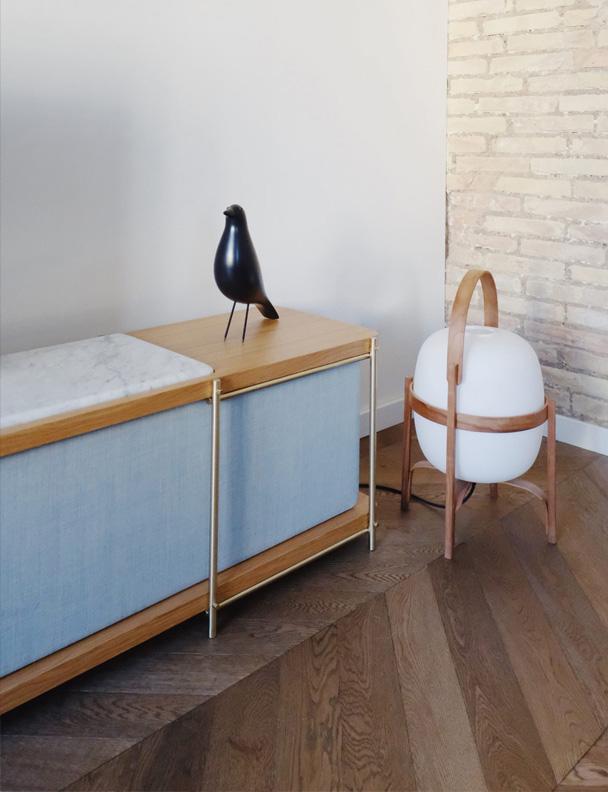 Detalle mueble tv Julia Momocca con Eames & Mila